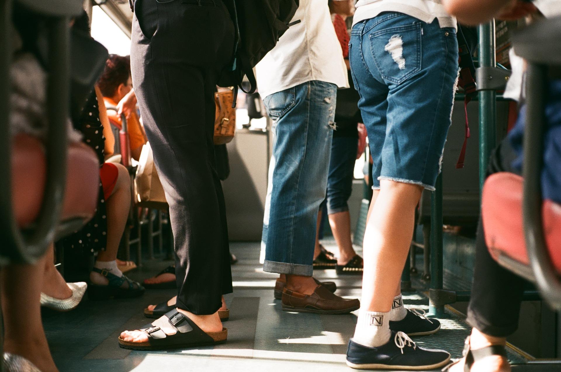 Sturz eines behinderten Fahrgasts im Linienbus – Haftung für Verkehrsbetriebe kann entfallen